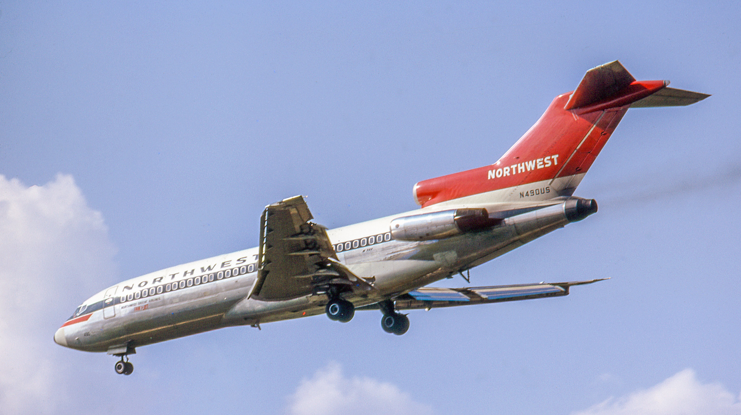 Another renowned 727 operator was Northwest Orient Airlines of Minneapolis. Here its recently-delivered 727-51C N490US lands at O'Hare on August 28, 1966. It served NWA into 1984, then flew cargo for Emery Worldwide Airlines 1984-92. N490US ended its days with UPS, from where it retired to storage in New Mexico in 2003.