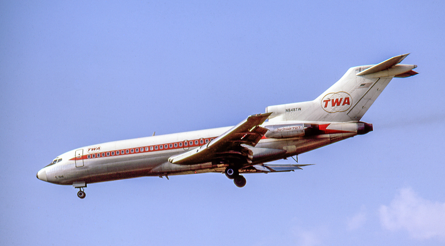 "TWA was another key 727 operator. Here its ""Star Stream 727"" N848TW, delivered in September 1964, lands at  O'Hare on August 28, 1966. Later named ""City of Vienna"", N848TW ended on the scrap heap in Y2K."