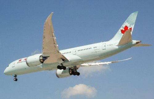 Air Canada's new Boeing 787 Dreamliner, landing at Toronto Pearson International