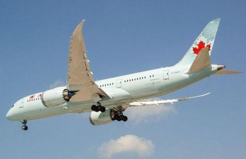 Air Canada's new Boeing 787 Dreamliner, landing at Toronto Pearson International