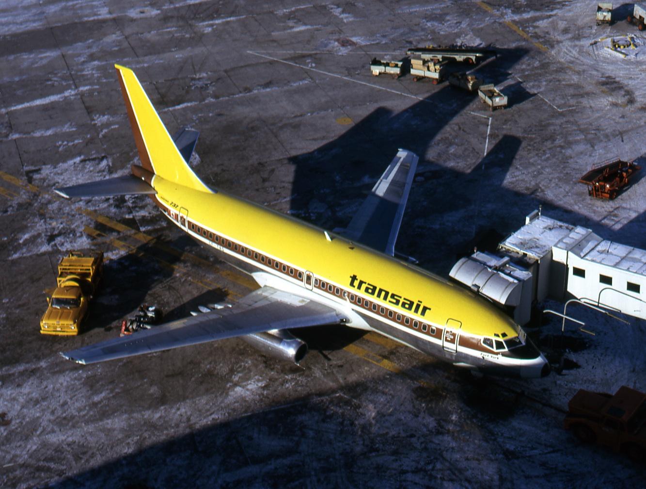 Ancient CAE 737-200 Flight Simulator Still Doing Valuable