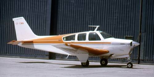 When the V-tail left production in 1982, the straight tail Model 33 Bonanza (at first called the Debonair) still was a great plane. It did, however, lose an aesthetic something in the redesign. Here F33 CF-CWW, one of only 20 built, sits at Toronto YYZ on May 15, 1971. (Larry Milberry)