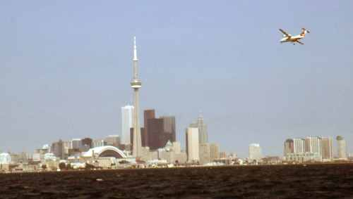 Dash 8 No.11 Air Ontario Toronto skyline