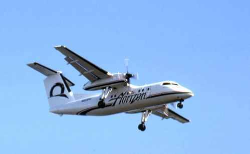 Dash 8 No.3 Horizon's N823PH landing at Vancouver